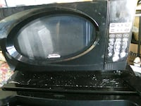 black and gray microwave oven Paramount, 90723