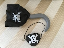 PIRATE HOOK AND EYE PATCH