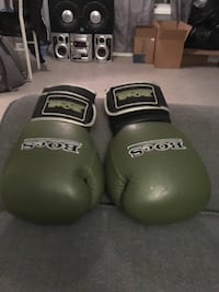 Green-and-black boes boxing gloves Barrie, L4N 3K5