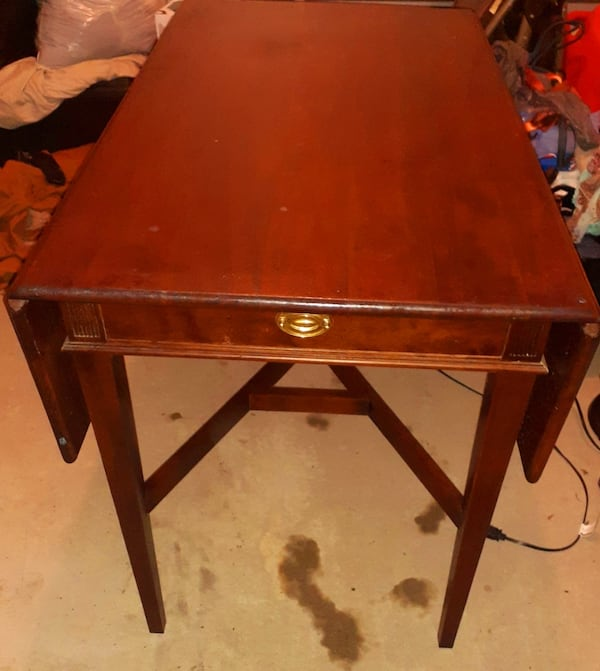 Mahogany Small drop Leaf Dining room table with chairs  be1e428b-b745-4d2e-9ea8-943260835c52