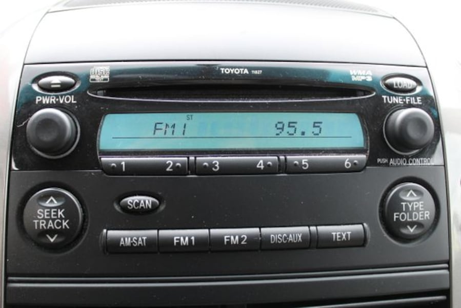 Used 2010 Toyota Sienna for sale 70fddeff-ac10-49a1-8d04-a7b77072dee8