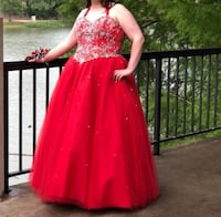 Red prom/belle dress. Plus size Woodway, 76712