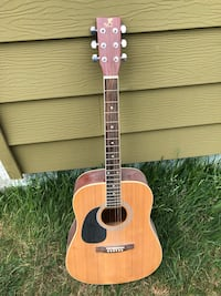 Left-handed acoustic guitar Tacoma, 98409