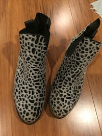pair of black-and-brown leopard print boots Springfield, 22152