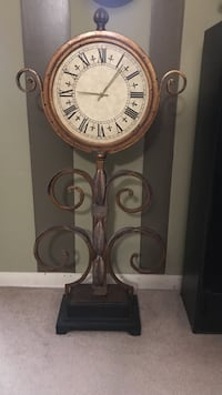 brown pedestal clock