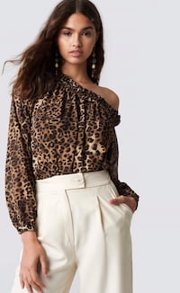 Off the shoulder blouse with leopard print Barcelona, 08003