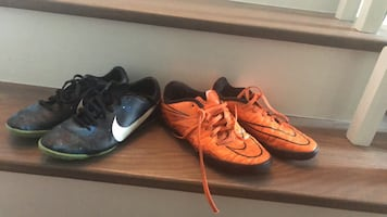 Soccer shoes (size3/4)