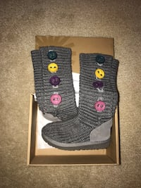 Girls size 11 ugg boots never worn Centreville, 20121
