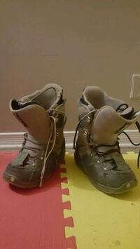 Size 8 gray snowboard boots