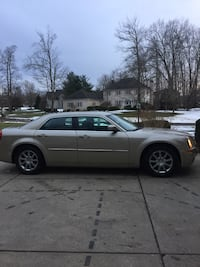 Chrysler 300 year 2009 Perfect condition Youngstown