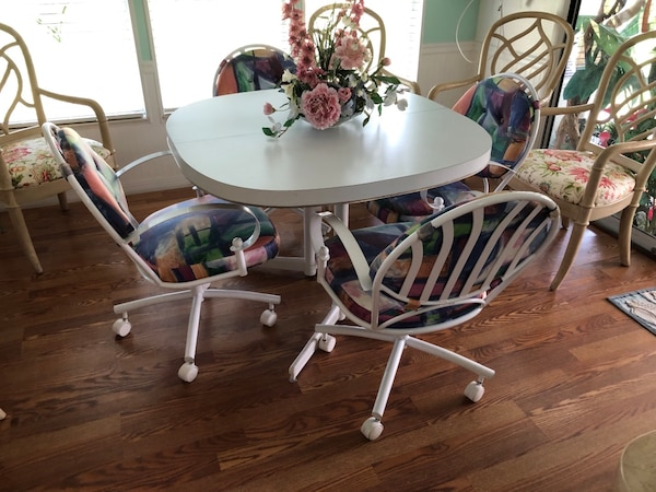 Dining room set with 4 chairs on casters