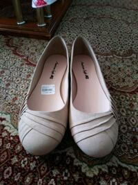 pair of white leather flats size 10 Toronto, M4B 2G1