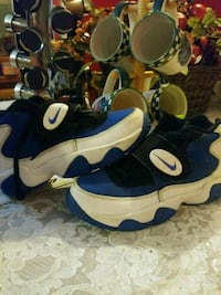 blue-and-white Nike basketball shoes Louisville, 40203