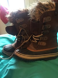 pair of brown leather fur-trimmed duck boots