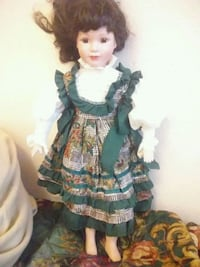 porcelain doll in green and black dress Springfield, 97477