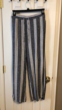 Old Navy linen pants- size L. Never worn. Tags attached. Winchester, 22601