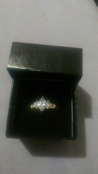 Gold tone ring with stones  Kingston, K7M 7N2