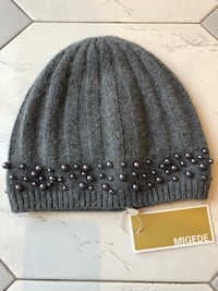New knitted hat with tags. Made in Italy. Toronto, M6B 2C9