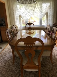 Brown wooden dining table set Delran, 08075