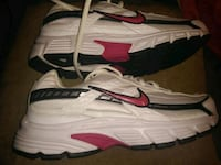 New pair of white-and-pinkNike running shoes Carencro, 70520