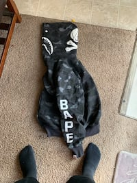 Bape sweater size L I need the cash badly so I lowed the price Down Maplewood, 55117