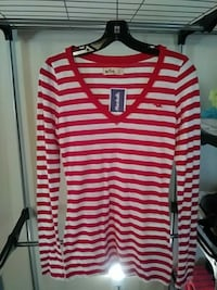 HOLLISTER  V-Neck Long sleeve Tee Old Orchard Beach, 04064
