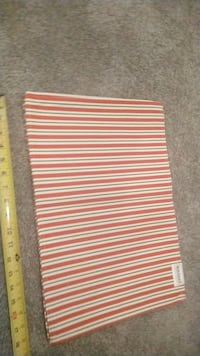 Set of 4 reversible Waverly placemats.