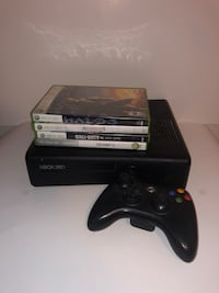 Xbox 360 Slim With 4 Games and Controller  Montréal, H1C 2H4