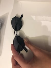 black and silver-colored framed sunglasses