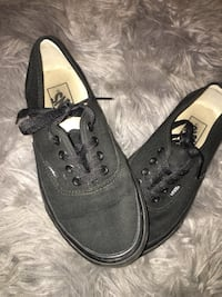 pair of black Vans low-top sneakers Farmersville, 93223