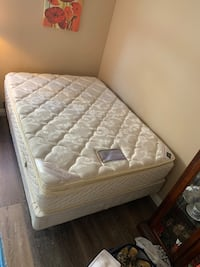 Full Size Bed & Non Matching Box Springs