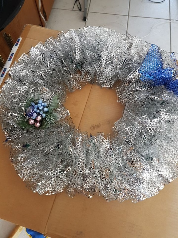 gray and blue wreath