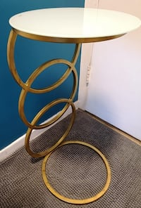 STUNNING, UNIQUE 'RING STYLE' METAL ACCENT TABLE Toronto