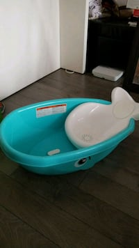 Fisher price whale bath tub Edmonton, T5P 4E7
