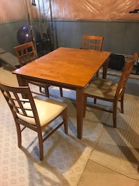 Solid wood kitchen table with 4 chairs and extendable table top Brampton, L6P 3A4