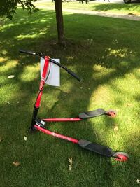 Red and black tri swing scooter Lemont, 60439