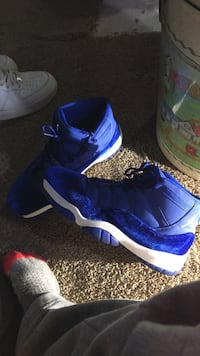 pair of blue-and-white basketball shoes Tuscaloosa