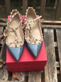 pair of women's gray leather pumps Alexandria, 22315