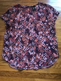 women's blue and white floral blouse Guelph, N1H