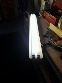 fluorescent light fixture with 2 free bulbs. pock up only