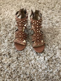 Guess heels in very good condition  Surrey, V3X