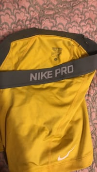 Yellow and gray nike shorts Mercedes, 78570