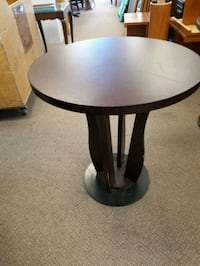 round black wooden pedestal table Mississauga, L5N 6G8