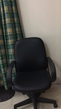 black and gray rolling armchair Bengaluru South, 560011