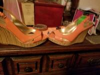 pair of brown leather heeled shoes Murfreesboro, 37129
