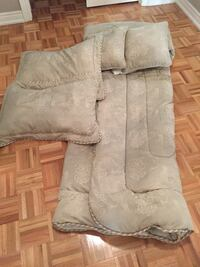 Bed comforter  with matching pillows and shams Vaughan, L4L 9L8