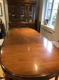 Beautiful dining room with 8 chairs 786 km