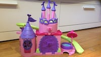 Children's pink, green and purple plastic castle toy Port Moody, V3H 1N7