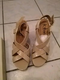 Wedge summer shoes never worn size 9 Toronto, M2M 4L9