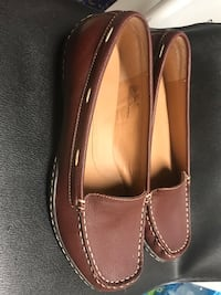 pair of brown leather slip-on shoes size 8M